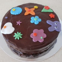 Design your own cake: Poured Chocolate with Fondant Shapes