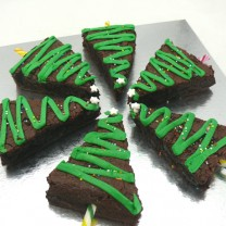 Christmas Brownies: Christmas Tree Brownies (D) ($45/14)