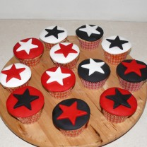 CupCakes with Fondant and Stars ($42 per dozen) (D,V)