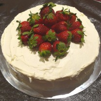 Design your own cake: Buttercream Icing with Seasonal Fruit (D,V)