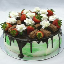 Drip Flower Flakes and Strawberries Cake